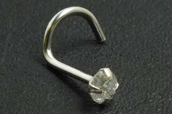 ダイヤモンドと14金を駆使した本物のジュエリー