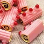 苺のロールケーキ アクリル樹脂 アクセサリーパーツ